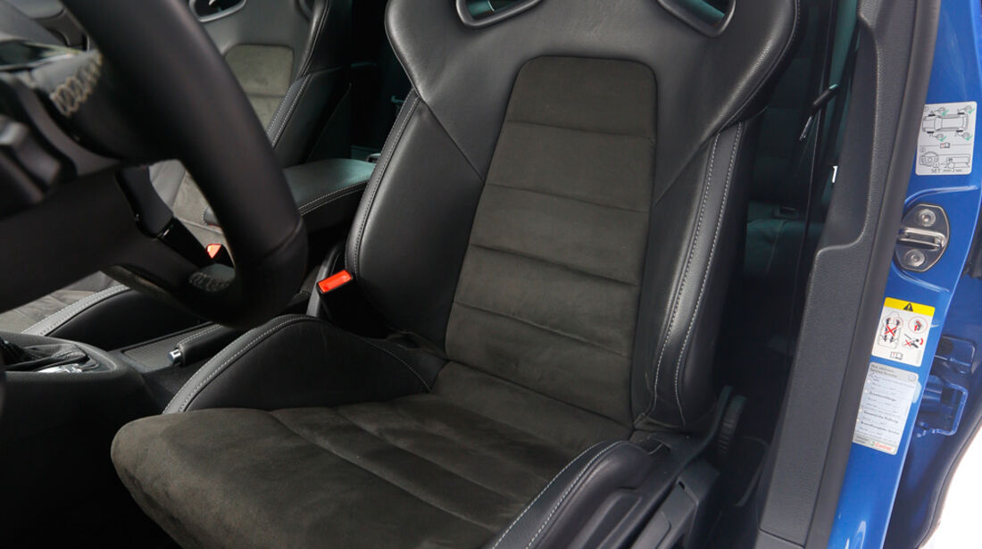 KL Racing-VW Golf R, Fahrersitz