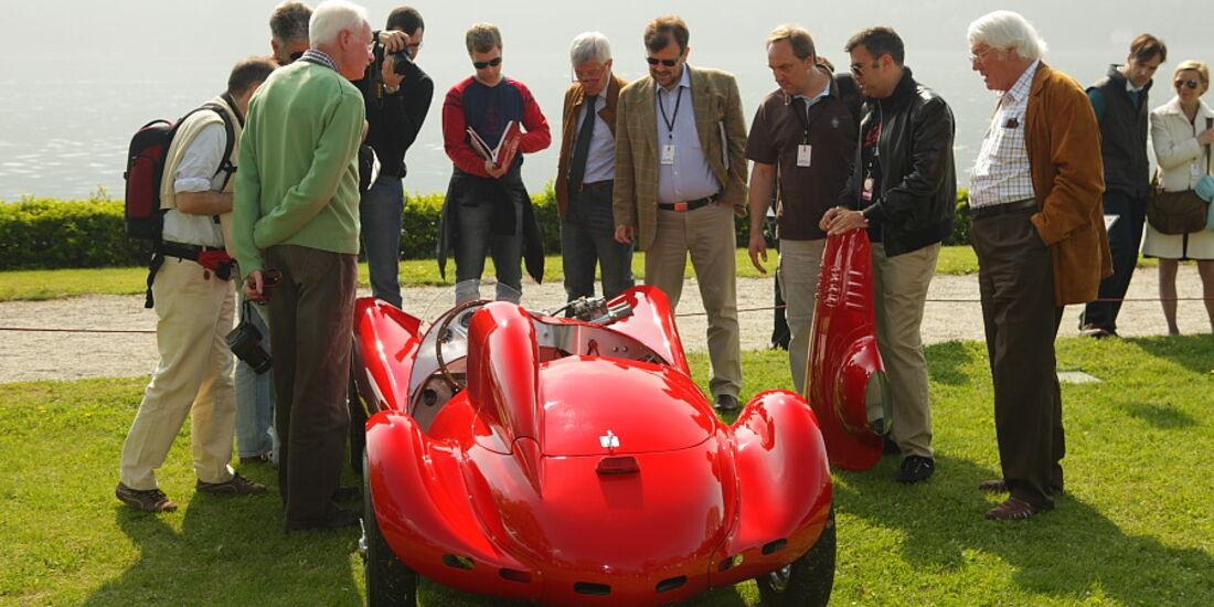 Kleiner Giaur Champion 750 (1953) und große Bewunderer.