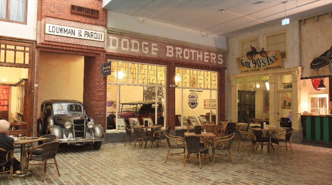 Ladenfront des Dodge- Importeurs Louwman & Parqui in Den Haag