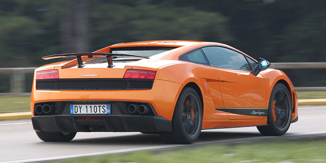 Lamborghini Gallardo LP 570-4 Superleggera - Fahrtaufnahme Seitenansicht von hinten