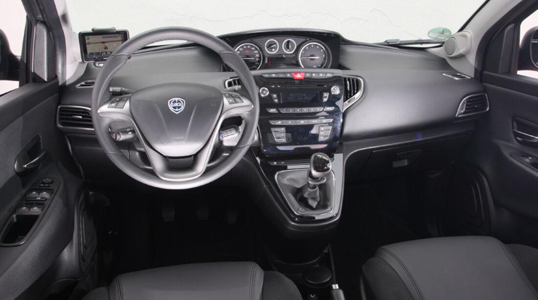 Lancia Ypsilon 0.9 Twinair, Cockpit, Lenkrad