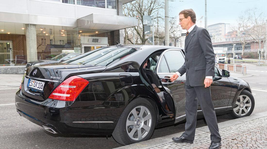 Limousinen-Service, Türe schließen, Chauffeur