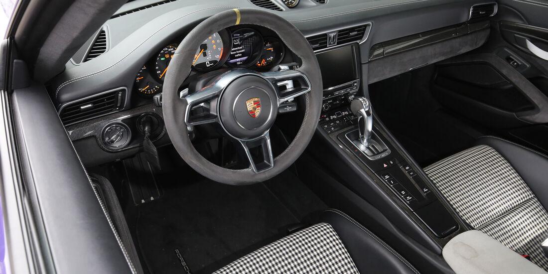 Manthey-Porsche 911 GT3 RS MR, Cockpit