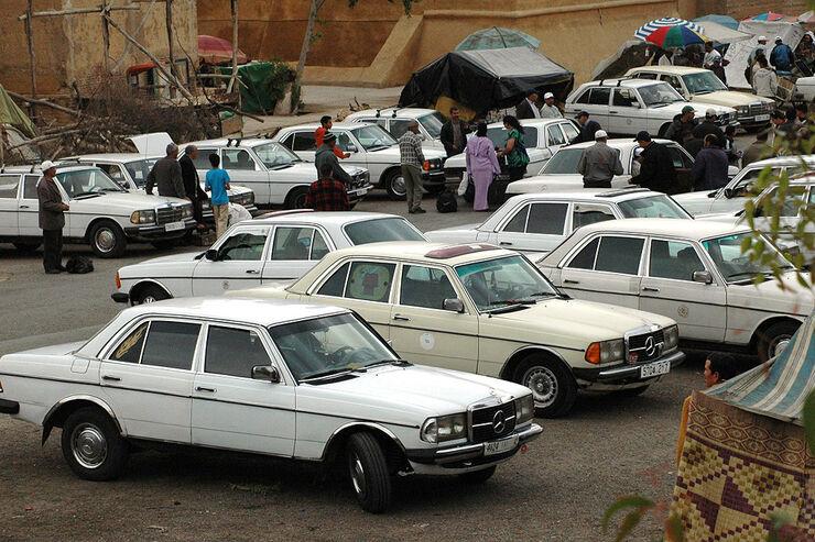 mercedes youngtimer in marokko taxi hatz statt. Black Bedroom Furniture Sets. Home Design Ideas
