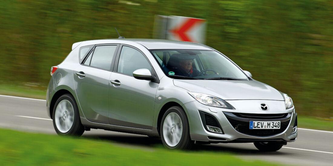 Mazda 3 2.0 MZR i-STOP, Seitenansicht, von vorne, Überlandfahrt