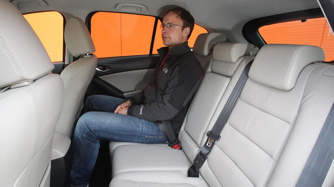Mazda  CX-5 Skyaktiv-D AWD Sports-Line, Rücksitz, Beinfreiheit