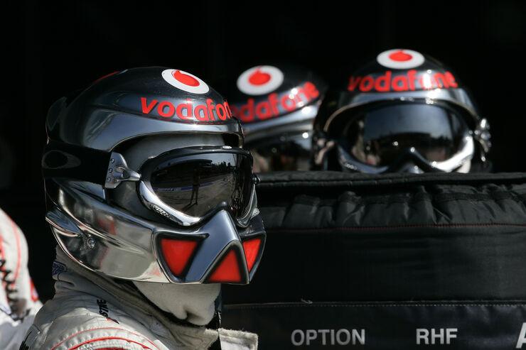 McLaren - 2007 - Mechaniker - Helme - Formel 1