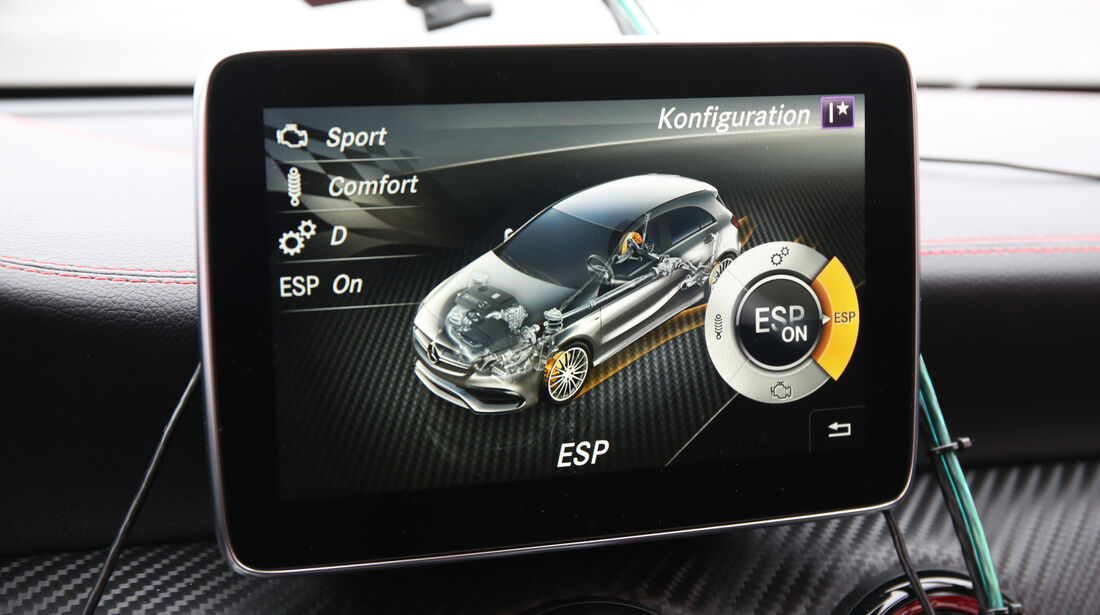 Mercedes-AMG A 45 4Matic, Monitor, Infotainment