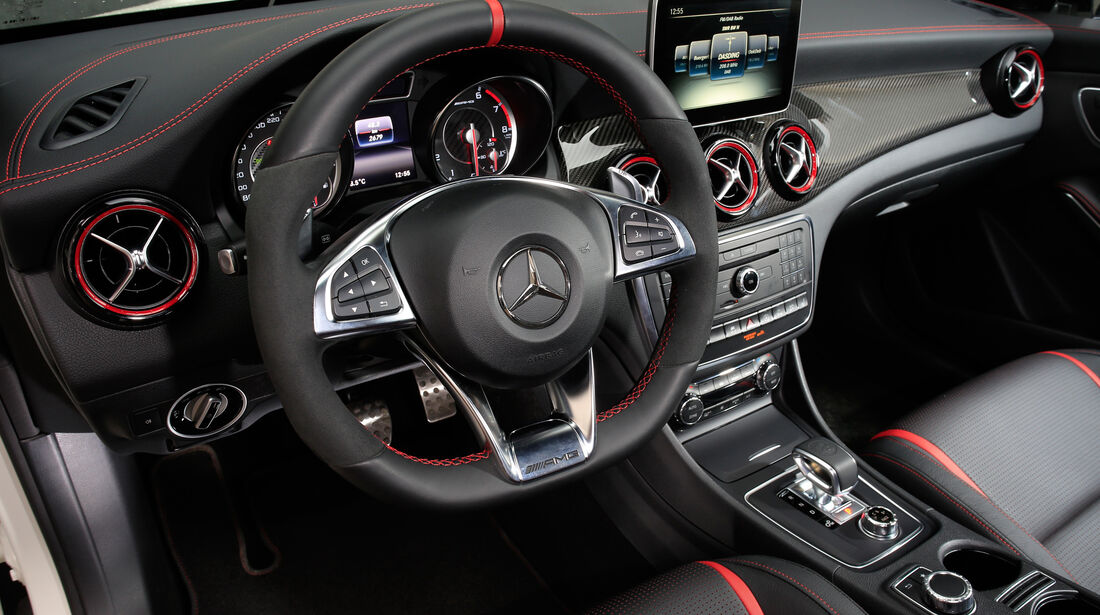 Mercedes-AMG CLA 45, Cockpit