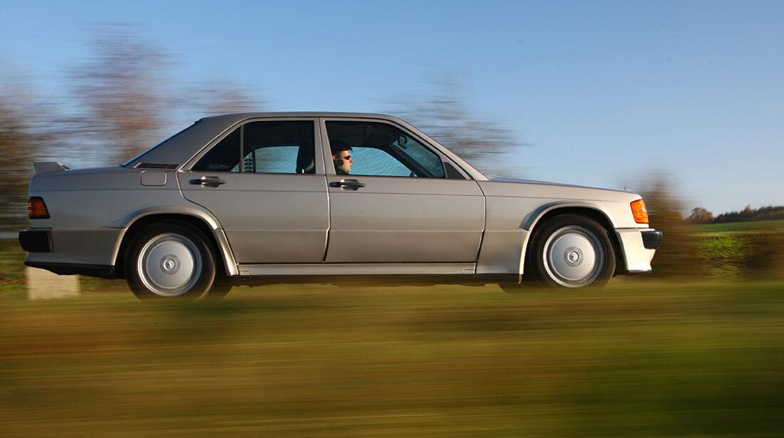Mercedes-Benz 190 E 2.3-16 - Fahrtaufnahme seitlich