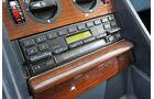 Mercedes-Benz 380 SE, Radio, Mittelkonsole