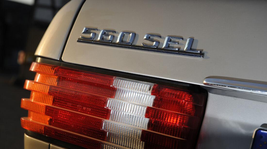 Mercedes-Benz 560 SEL, W 126, Baujahr 1989 Schriftzug