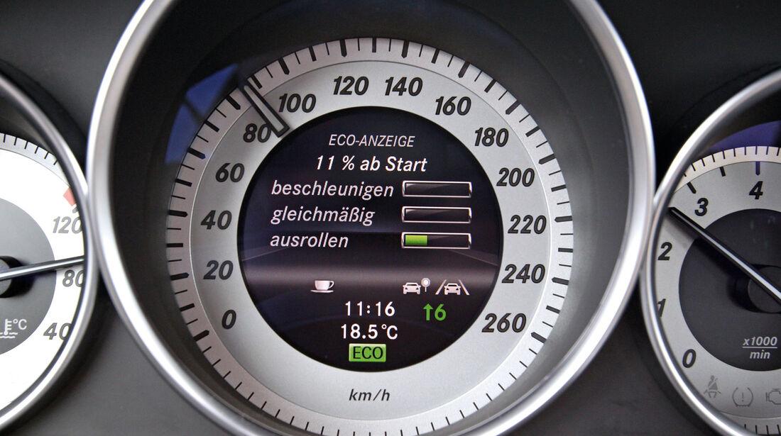 Mercedes C 180, Tacho, Rundelemente