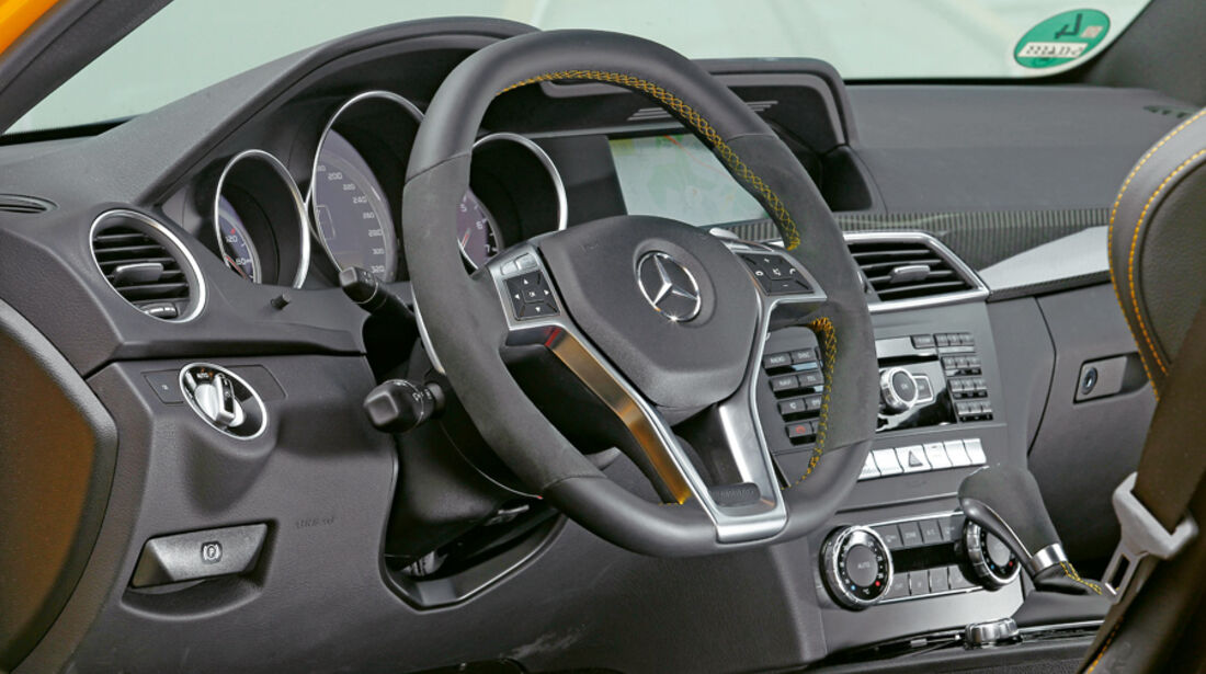 Mercedes C 63 AMG Coupé Black Series, Cockpit, Lenkrad