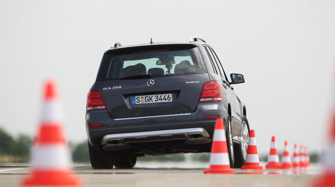 Mercedes GLK 250 Bluetec 4-Matic, Heckansicht, Slalom