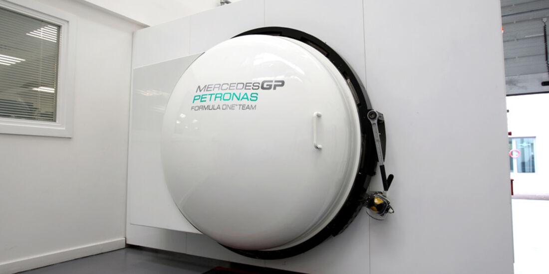 Mercedes GP - Fabrik Brackley