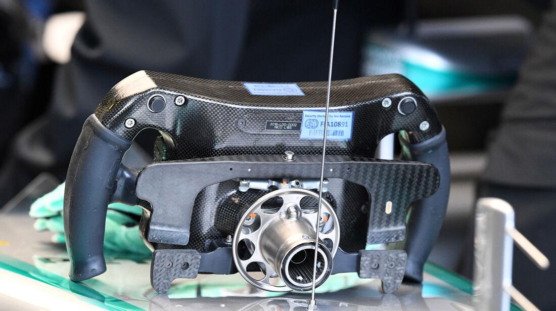 Mercedes - Lenkrad - F1 2016