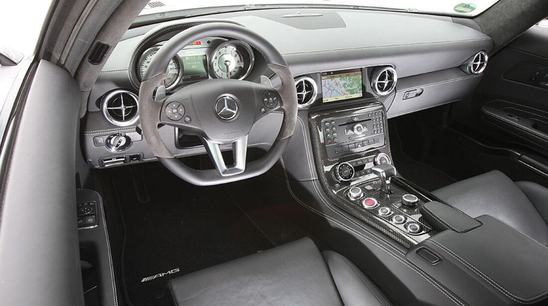 Mercedes SLS, Cockpit