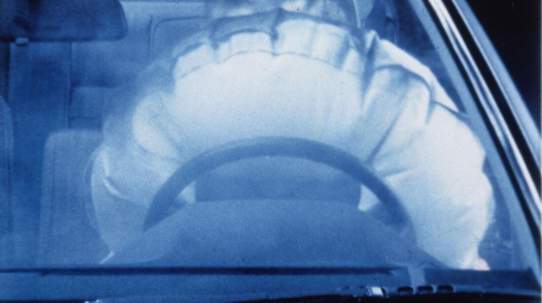 Mercedes - Test - Airbag - Lenkrad-Airbag Realversuch - 1979 bis 1984
