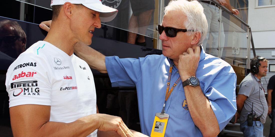 Michael Schumacher & Charlie Whiting - Formel 1 - GP Ungarn - Budapest - 28. Juli 2012