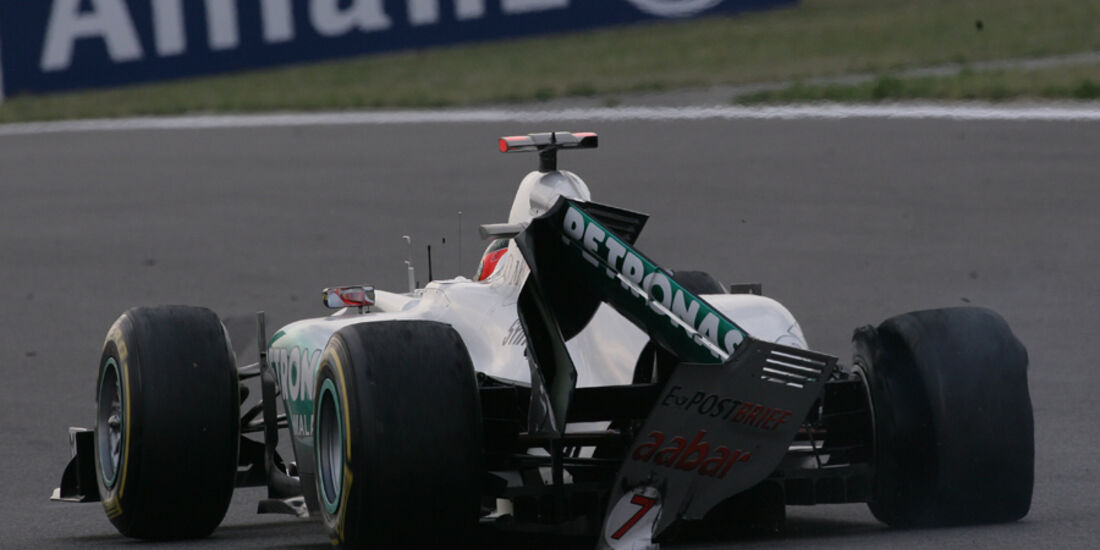Michael Schumacher GP Korea Crashs 2011