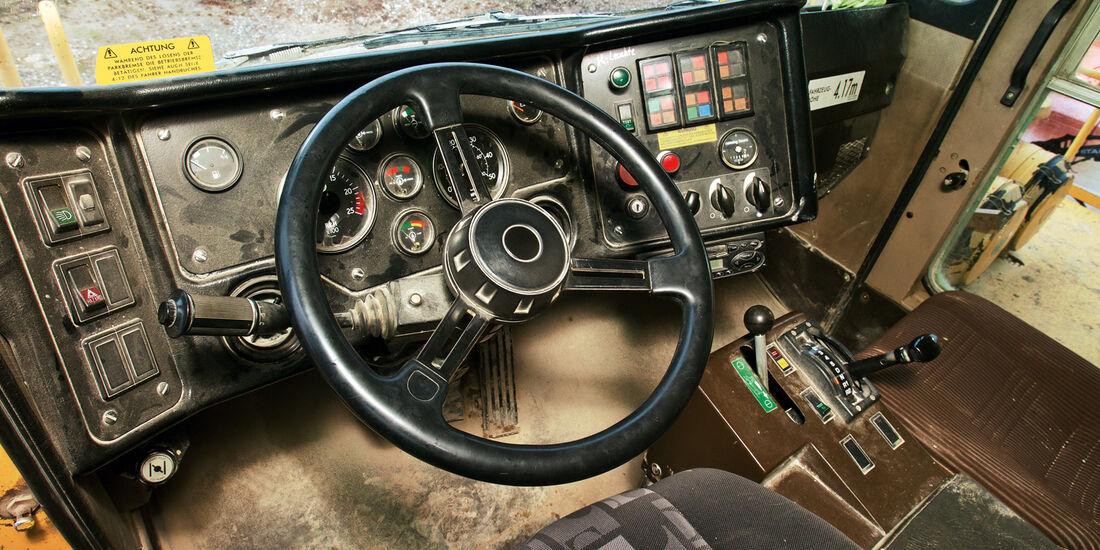 Muldenkipper, Cockpit, Lenkrad