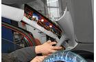 Navigationsradio einbauen, Kabel legen