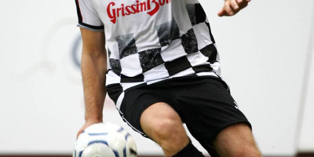 Nico Rosberg spielt Fußball
