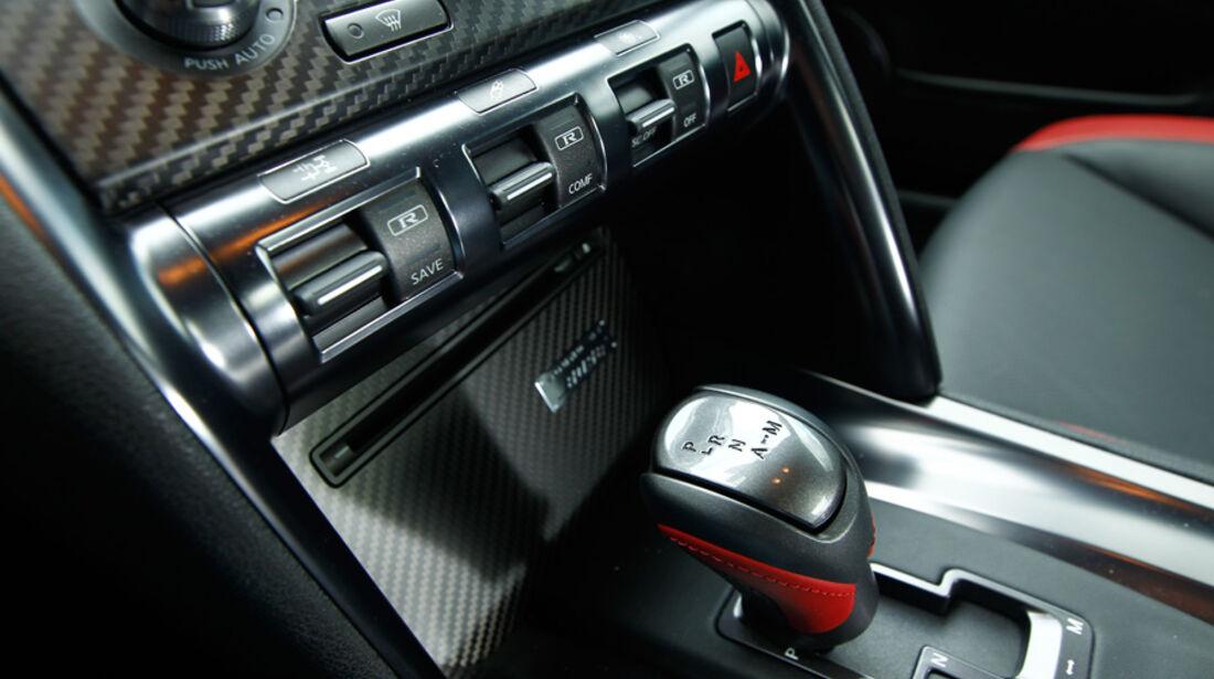 Nissan GT-R, Innenraum, Schaltknüppel, Schaltknauf, Detail