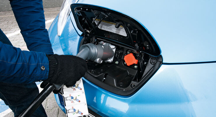 Nissan Leaf, Strombuchse
