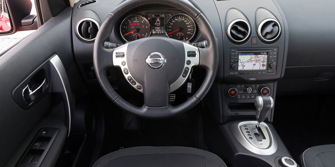 Nissan Qashqai +2 2.0 dCi, Cockpit, Lenkrad