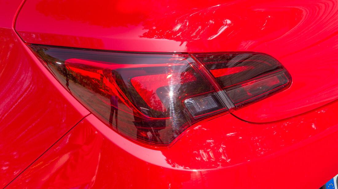 Opel Astra GTC 1.4 Turbo, Rückleuchte