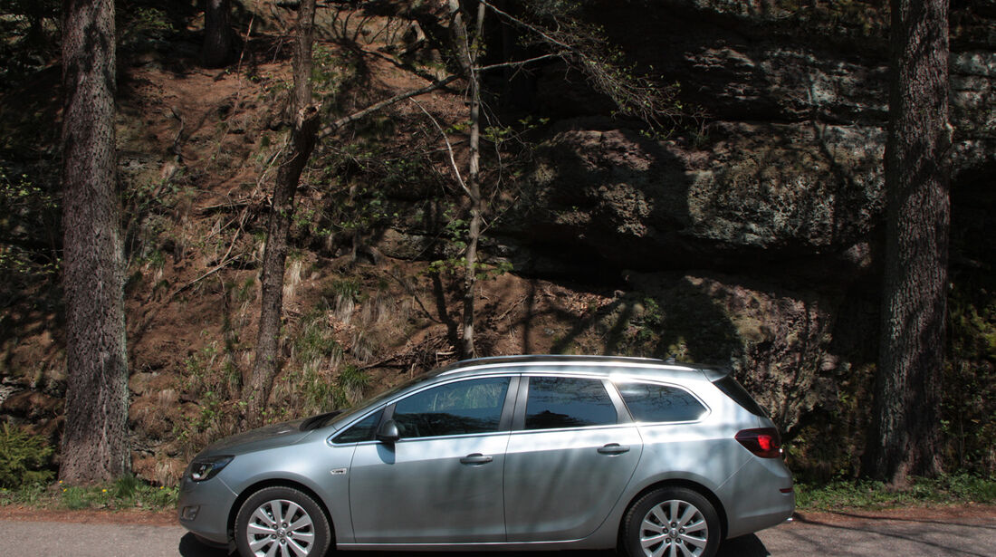 Opel Astra Sports Tourer 2.0 CDTi, Seitenansicht