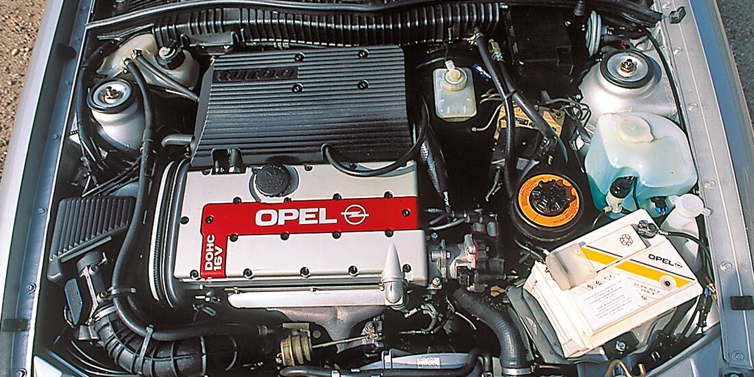 Opel Calibra, Motor