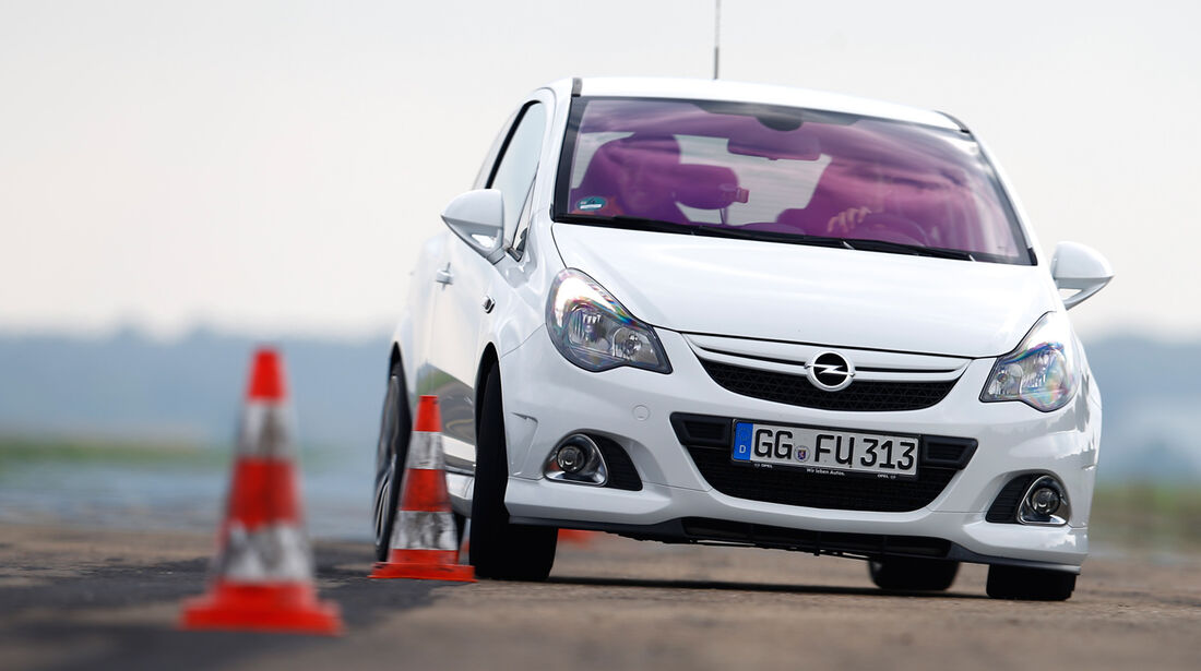 Opel Corsa OPC Nürburgring Edition, Frontansicht, Slalom