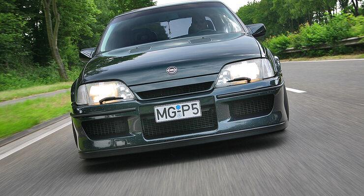 Opel Lotus Omega - Fahrtaufnahme von vorne
