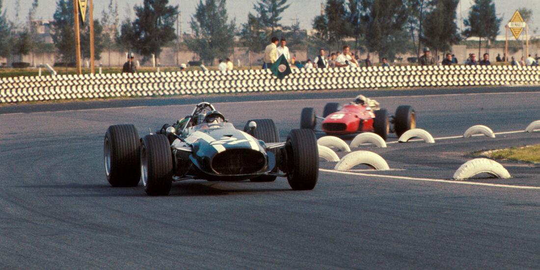 Pedro Rodriguez - Cooper Maserati T81B - Chris Amon - Ferrari 312 - GP Mexiko 1967