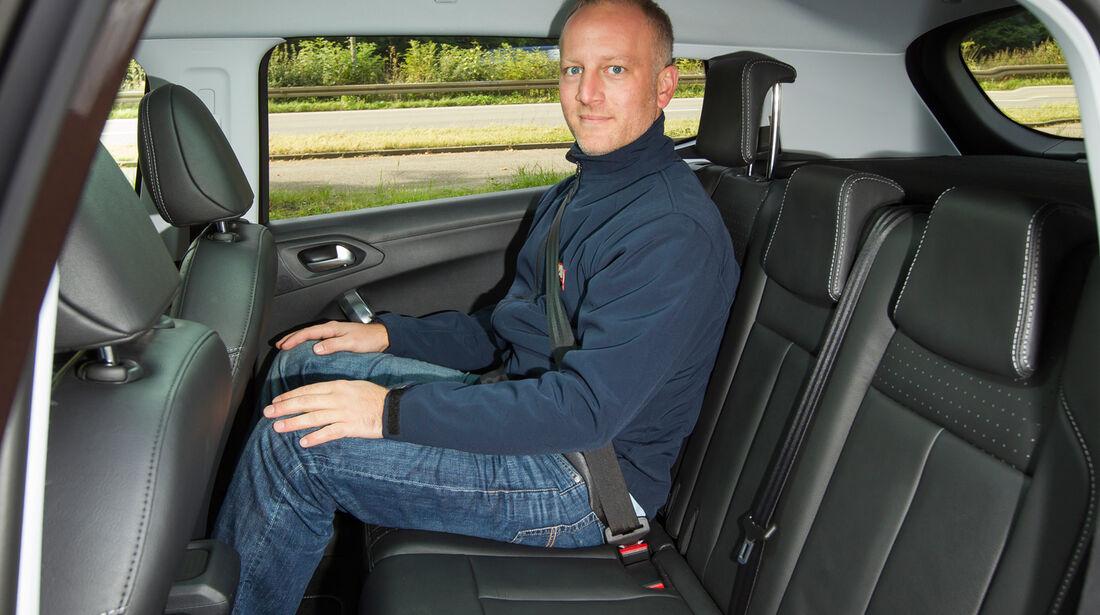 Peugeot 2008 e-HDi 115, Rücksitz, Beinfreiheit