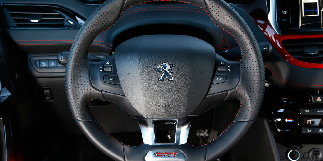 Peugeot 208 GTi, Cockpit, Lenkrad