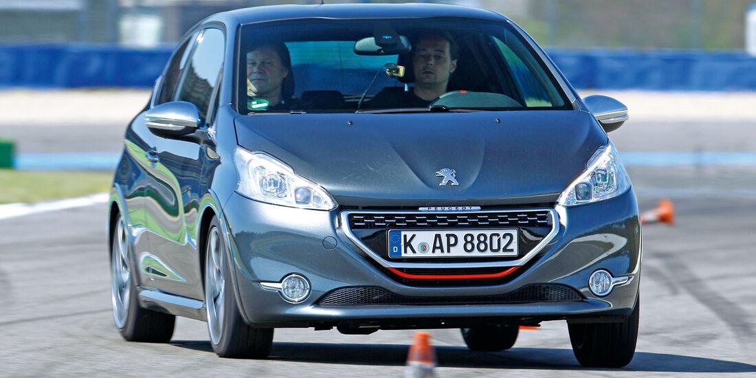 Peugeot 208 GTi, Frontansicht, Slalom