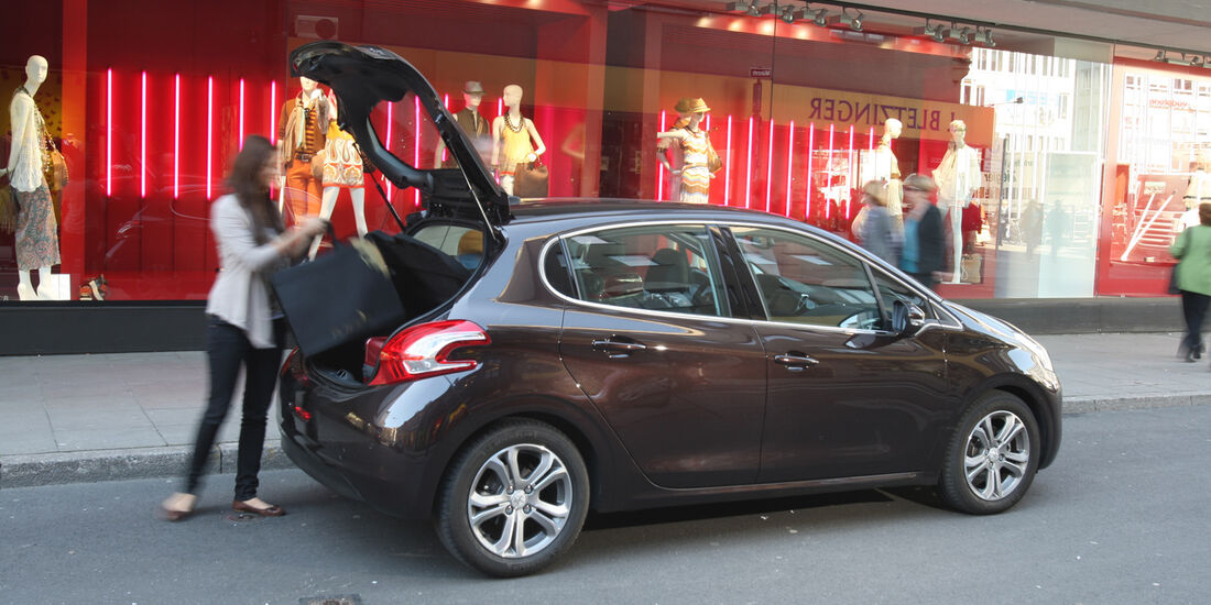Peugeot 208 e-Hdi 115, Heckklappe offen