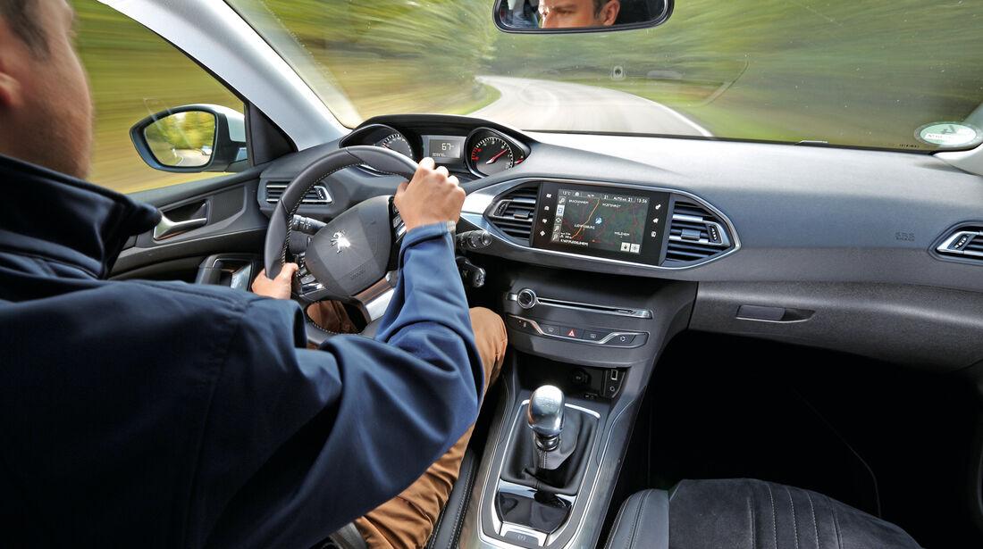 Peugeot 308 e-HDi 115, Cockpit, Fahrersicht