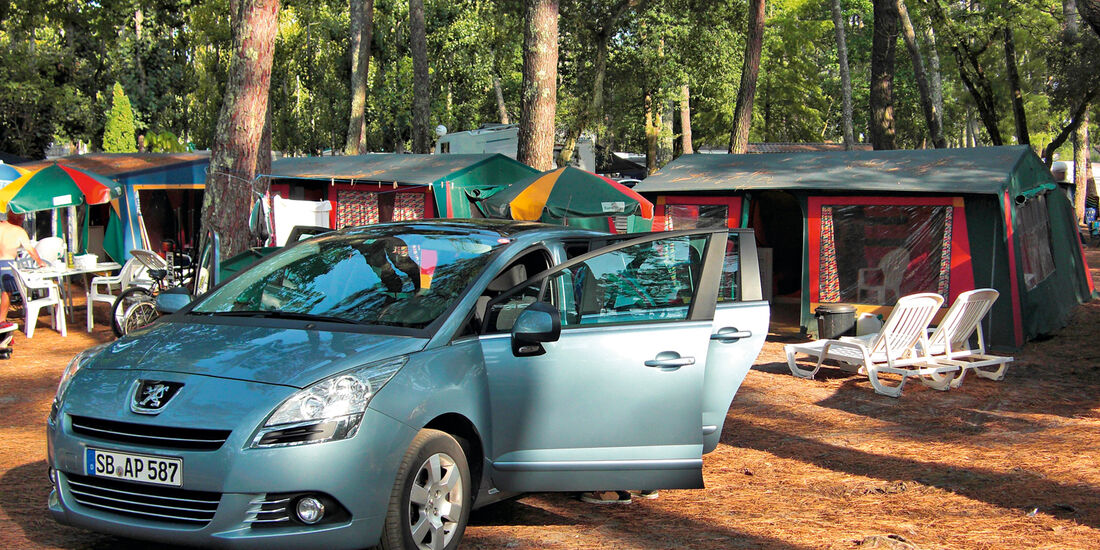 Peugeot 5008 155 THP, Seitenansicht, Camping