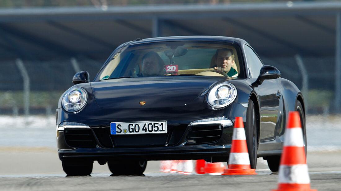 Porsche 911 Carrera 4, Frontansicht, Slalom