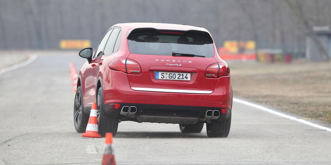 Porsche Cayenne S Diesel, Heckansicht, Slalom