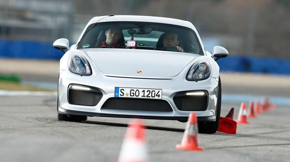 Porsche Cayman GT4, Frontansicht, Slalom