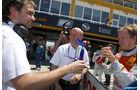Qualifying-Sieger Mattias Ekstroem mit Wolfgang Ullrich, Audi Sport Team Abt