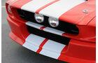 Rallyestreifen und Zusatzscheinwerfer am Classic Recreations Shelby GT500