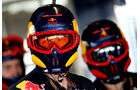 Red Bull - 2011 - Mechaniker - Helme - Formel 1