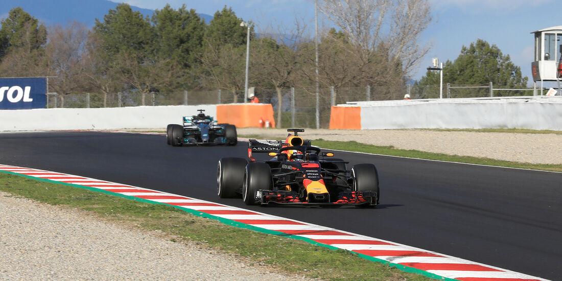 Ricciardoo & Bottas - Mercedes & Ferrari - F1-Test - Barcelona - Tag 6 - 7. März 2018